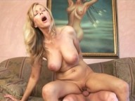 Vidéo porno mobile : Desperate housewife needs some company